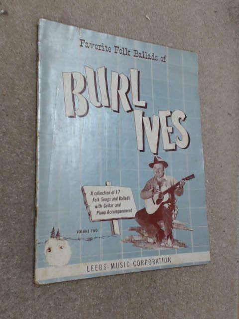 Favorite Folk Ballads of Burl Ives. A collection of 17 folk songs and ballads with guitar and piano accompaniment. vol. 2 by Ives, Burl