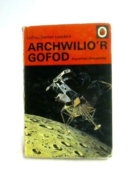 Archwilio'r Gofod By Argraffiad Diwygiedig